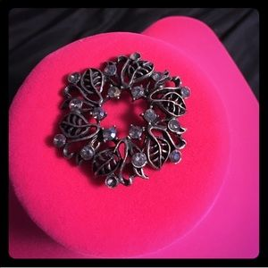 Jewelry - Beautiful Brooch